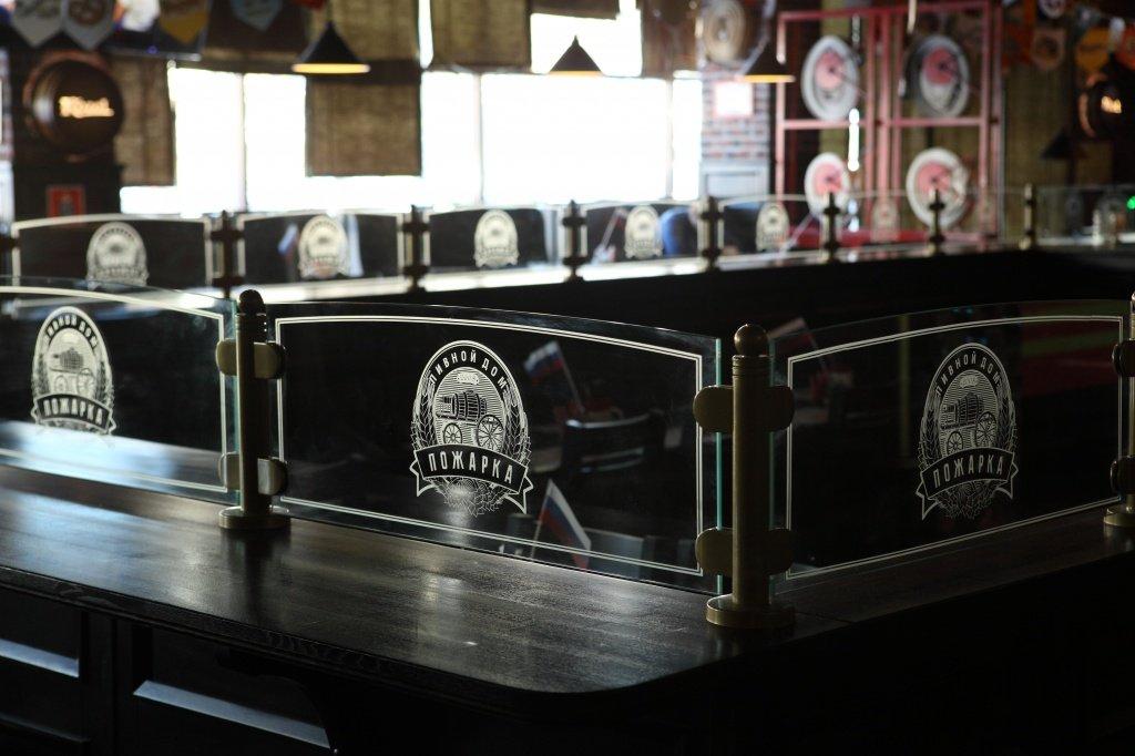 стеклянное граждение для барной стойки