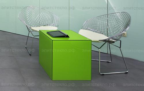 Стеклянный стол в офис