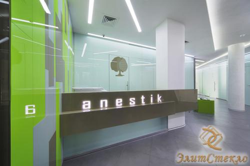 окрашенное стекло в интерьере офисных помещений
